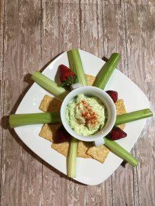 Erbsen-Hummus passt auch gut zu Süßkartoffeln-Pommes als Dip.