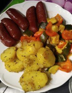 Sucuk mit Zucchini und Paprika.