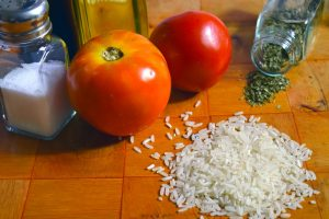 Rezept für Tomaten mit Käse und Basilikumsauce.