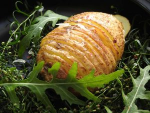 Fächerkartoffeln mit Guacamole und Quarkdip