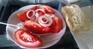 Tomaten mit Zwiebeln