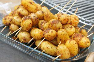 Gegrillte Kartoffelspieße mit oder ohne Bacon.