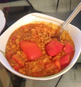 Weiße Bohnen mit Hackfleisch und roter Paprika und Tomaten